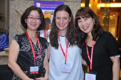 Dr Stefania Giamminuti with delegates from Korea